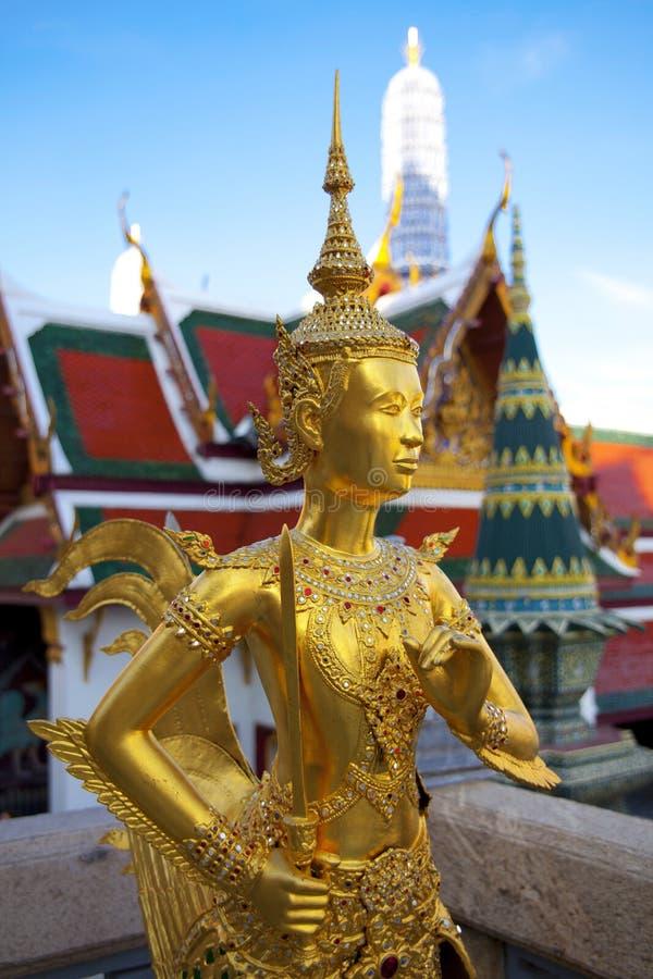 Goldene kinnon (kinnaree) Statue stockbild