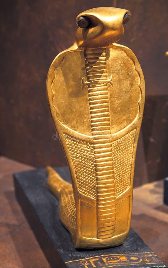 Goldene Kobra vom Grab von Tutankhamen stockbild