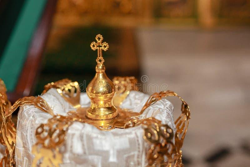 Kronen Der Goldenen Hochzeit An Der Kirchenzeremonie