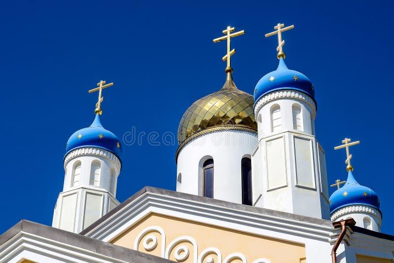 Goldene Kuppeln der russisch-orthodoxen Kirche lizenzfreie stockfotos