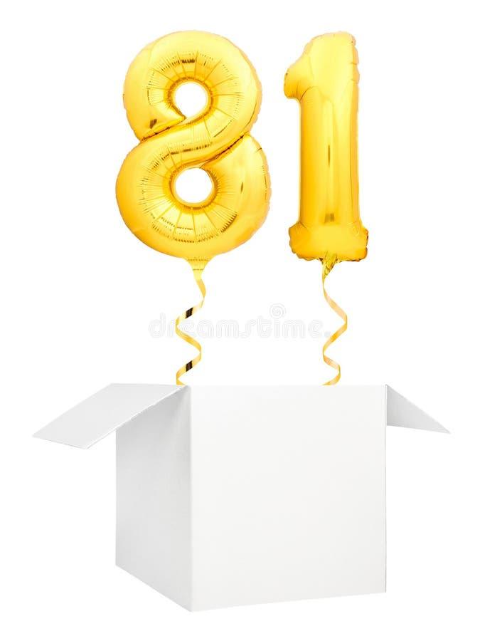 Goldene Nr. achtzig ein aufblasbarer Ballon mit goldenem Bandfliegen aus dem leeren weißen Kasten heraus lokalisiert auf Weiß lizenzfreies stockfoto