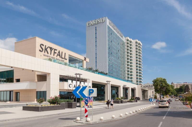 Goldene Sande Varna, Bulgarien am 5. Juni 2016: Kasino u. internationales Hotel der Turm-Reihen in den goldenen Sanden, Zlatni Pi stockfotografie