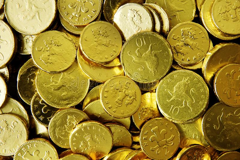 Goldene Schokolade prägt Nahaufnahmesammlung lizenzfreies stockbild