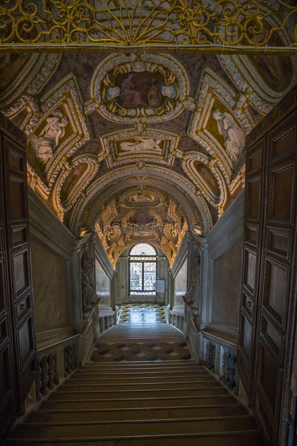Goldene Treppe im Doges Palace in Venedig lizenzfreie stockfotos