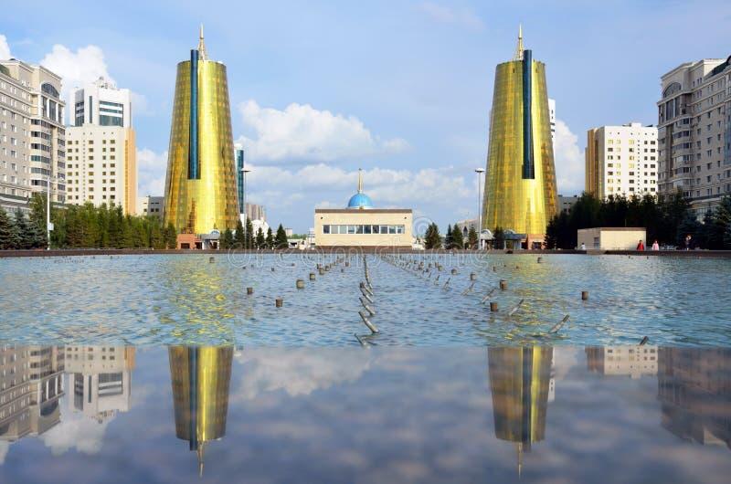 Goldene Twin Tower des Hauses von Ministerien stockfoto