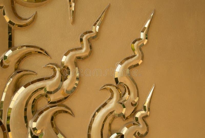 Goldene Wandkunst des Tempels lizenzfreie stockbilder
