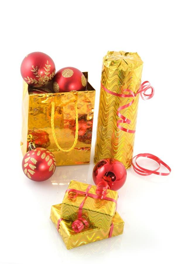 Goldene Weihnachtsgeschenke stockfotografie