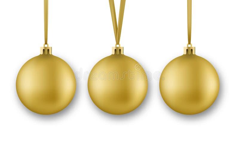 Goldene Weihnachtskugeln Realistische Weihnachtsballdekorationen mit dem Seidenband, lokalisiert auf weißem Hintergrund stock abbildung