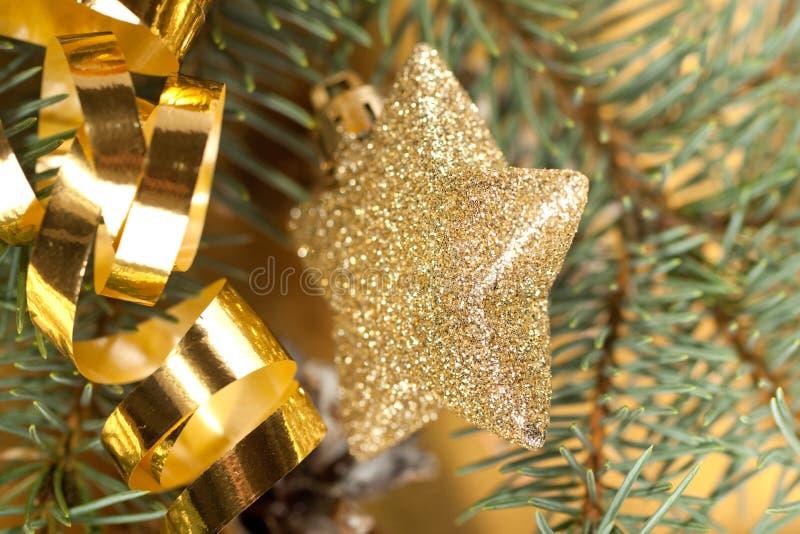 Goldene Weihnachtsspielwaren lizenzfreie stockfotografie