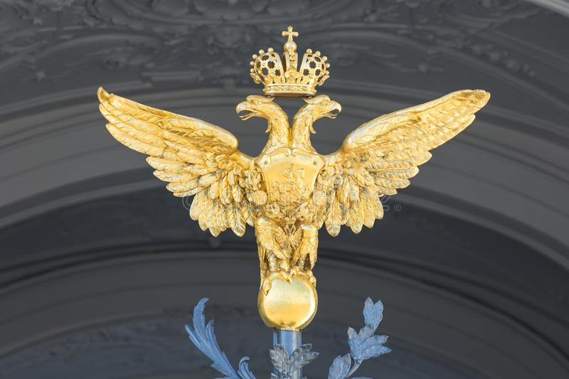 Goldene zwei gingen Kaiser-Eagle voran lizenzfreies stockfoto