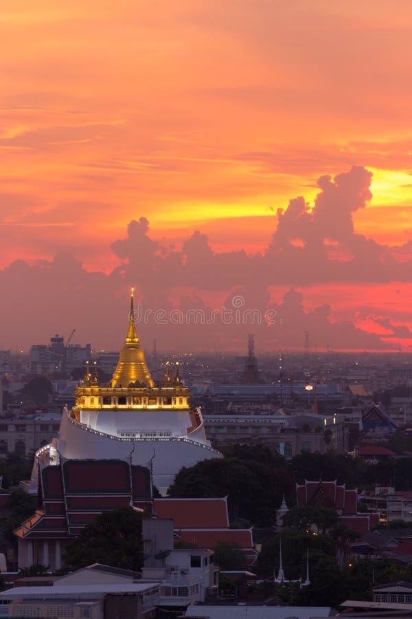 Goldener Berg-Tempel der meiste Reise Markstein stockbild
