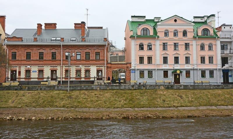 Goldener Damm - Wohngebiet im historischen Platz in Pskov lizenzfreie stockbilder