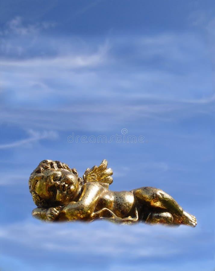 Goldener Engel auf dem Himmel im guten Schlaf Träumen über die gute Sache hat es und erfahren getan lizenzfreies stockbild