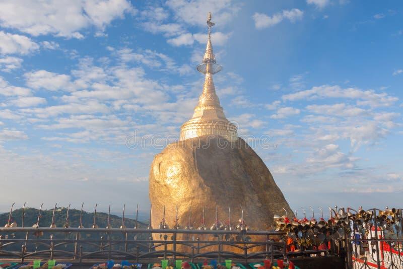 Goldener Felsen oder Kyaiktiyo-Pagode, Myanmar lizenzfreie stockfotos