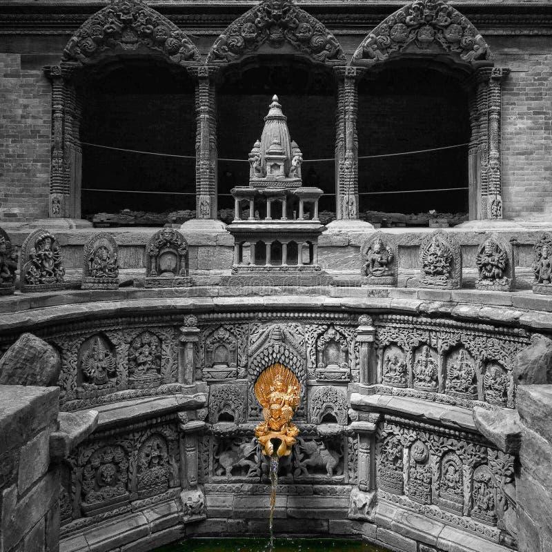 Goldener Hahn an Quadrat Patan Durbar lizenzfreie stockfotografie