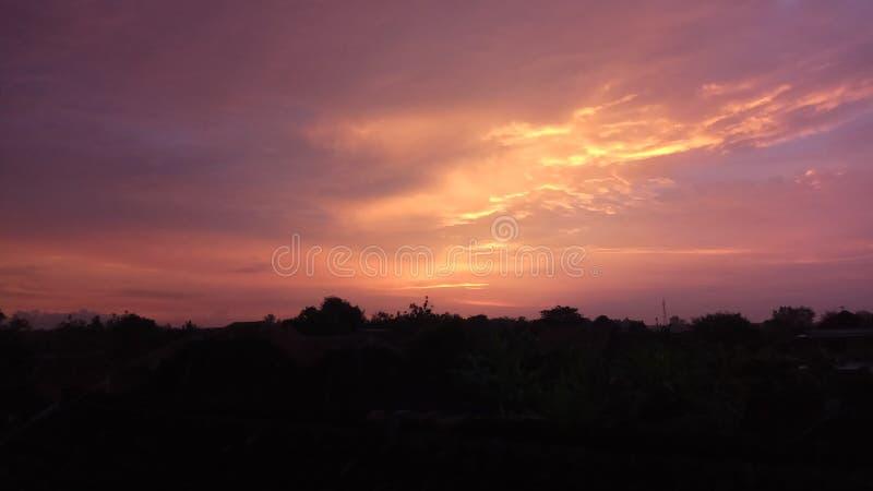 Goldener Himmel lizenzfreies stockbild