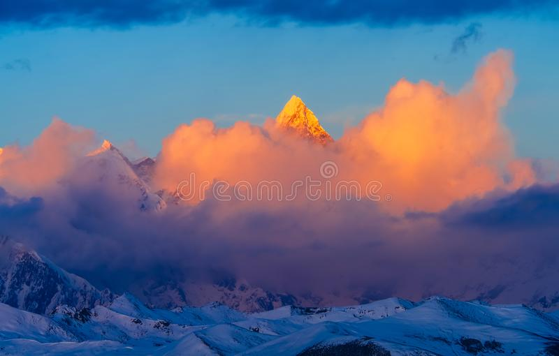 Goldener Namjagbarwa-Berg in Tibet stockbilder
