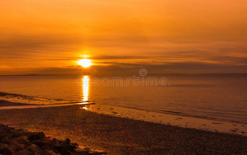 Goldener Sonnenaufgang über Penarth-Strand stockfoto
