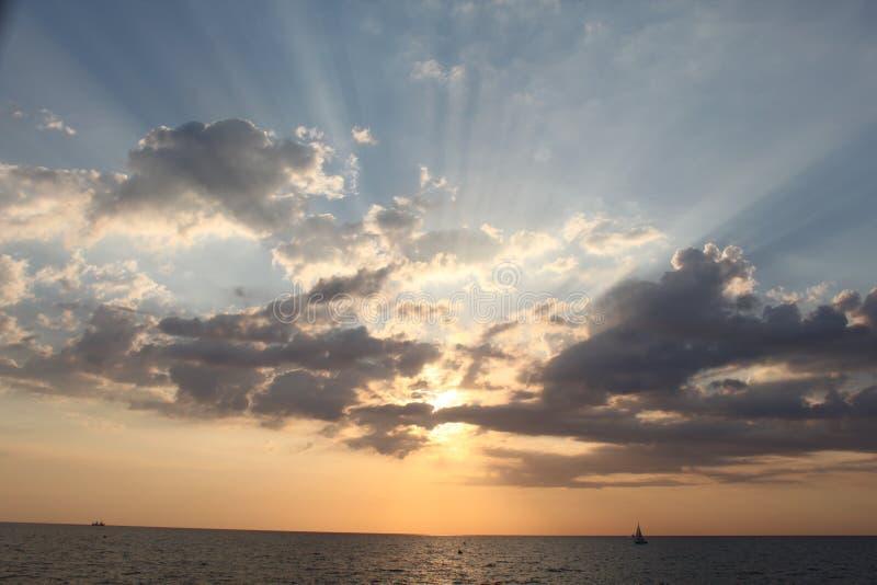 Goldener Sonnenuntergang lizenzfreies stockbild