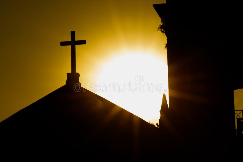 Goldener Sonnenuntergang bei Paraty lizenzfreie stockfotos