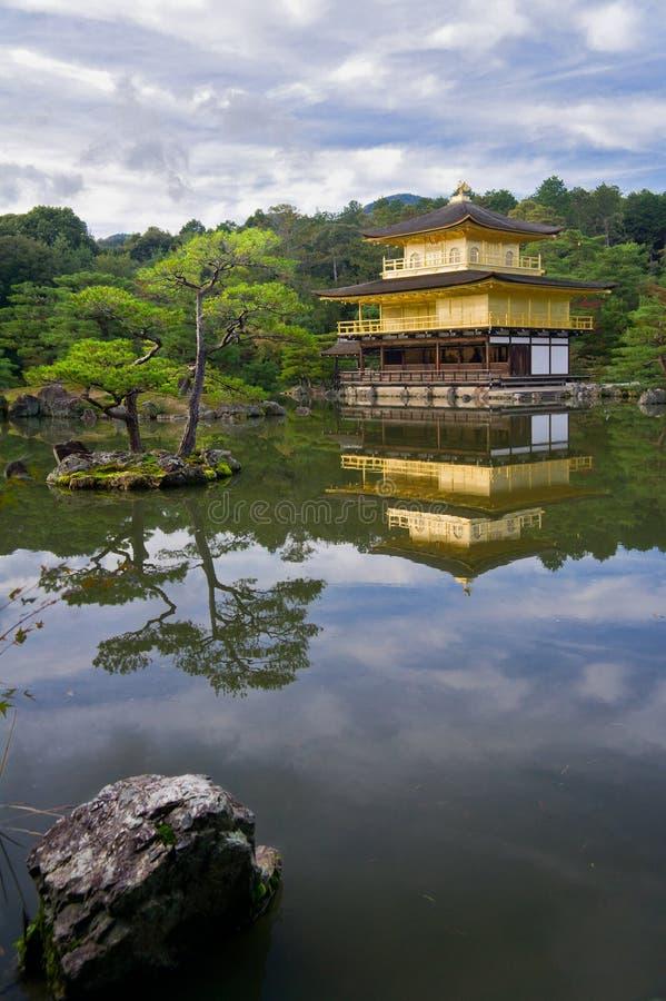 Goldener Tempel in Japan lizenzfreie stockbilder