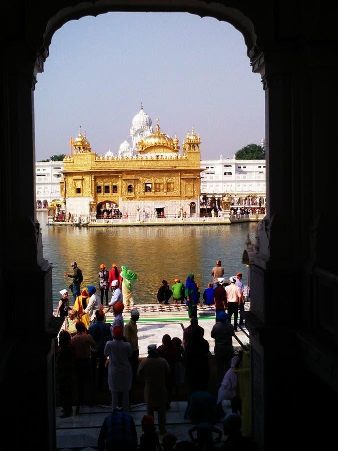 Goldener Tempel vom Tor, Amritsar, Punjab stockfotos