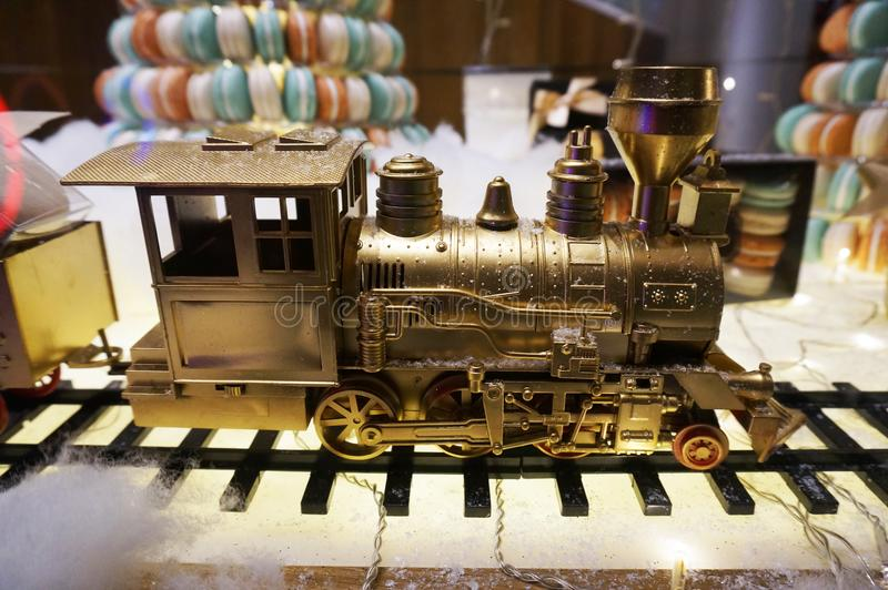 Goldener Toy Train Engine lizenzfreie stockfotos
