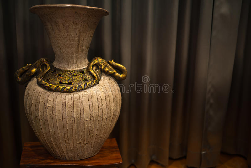 Goldener Vase stockfotos