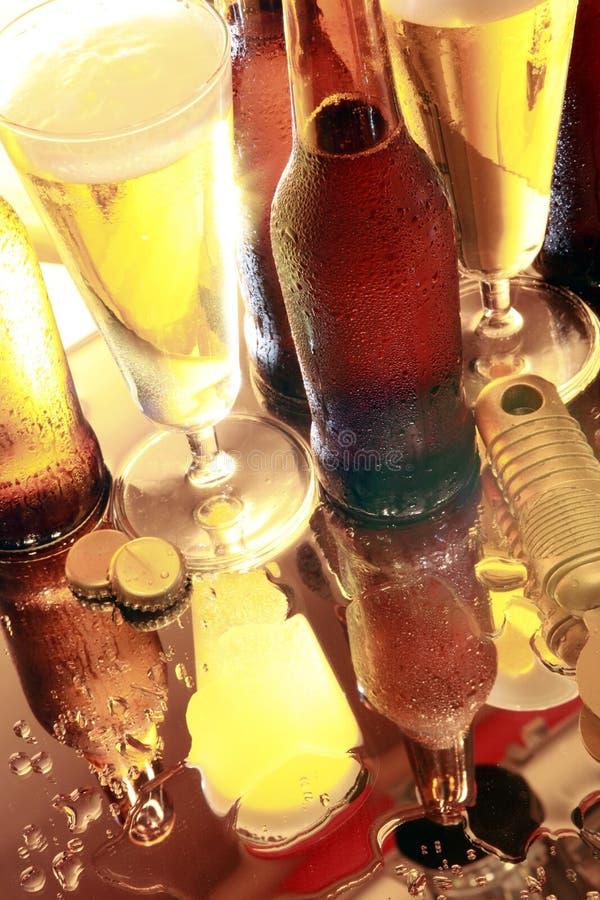 Goldenes Bier auf dem Zählwerk lizenzfreies stockbild