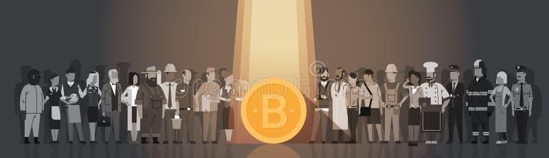 Goldenes Bitcoin im Scheinwerferlicht über Schattenbild-Leute-Mengen-modernem Netz-Geld-Digital-Währungs-Konzept stock abbildung