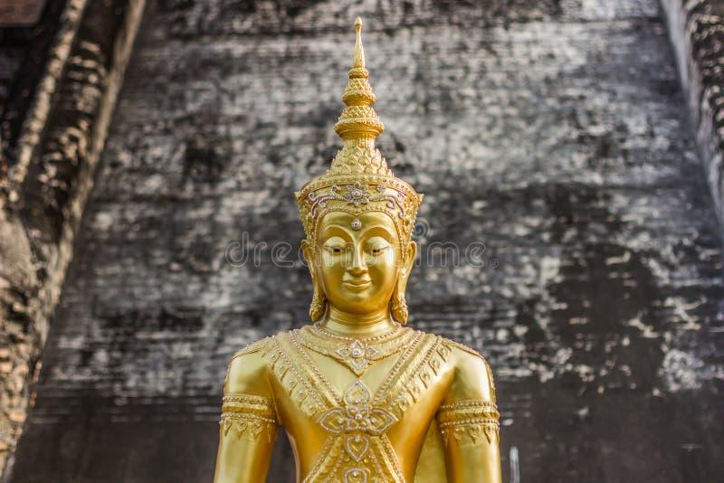 Goldenes Buddha-Porträt, Wat Chedi Luang, Thailand lizenzfreie stockfotografie