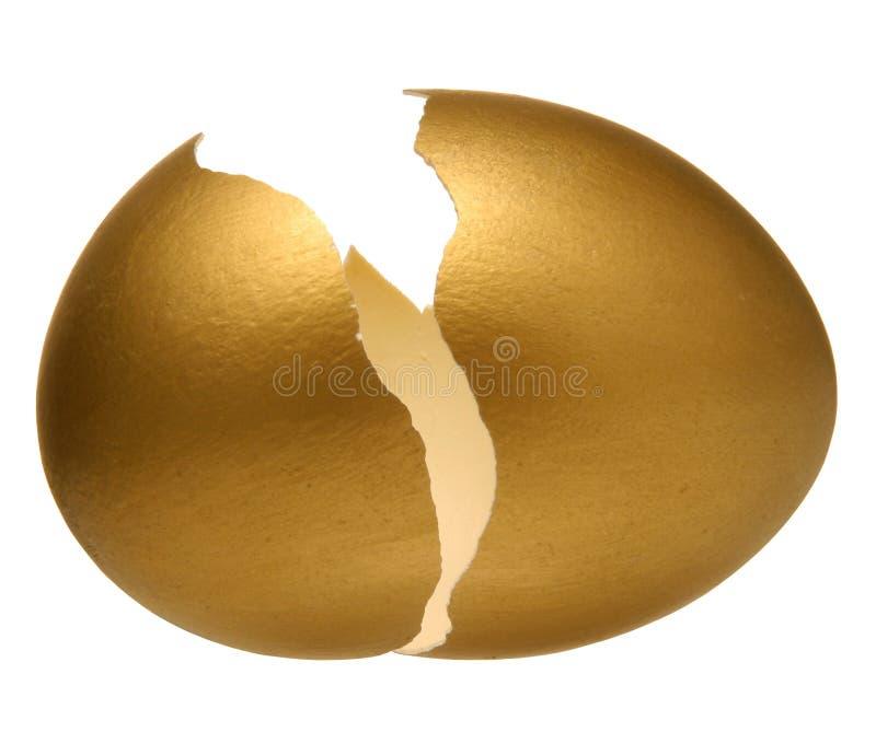 Goldenes Ei. lizenzfreie stockbilder