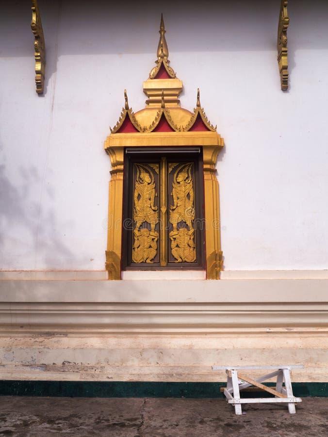 Goldenes Fenster bei Wat Si Saket stockfotografie