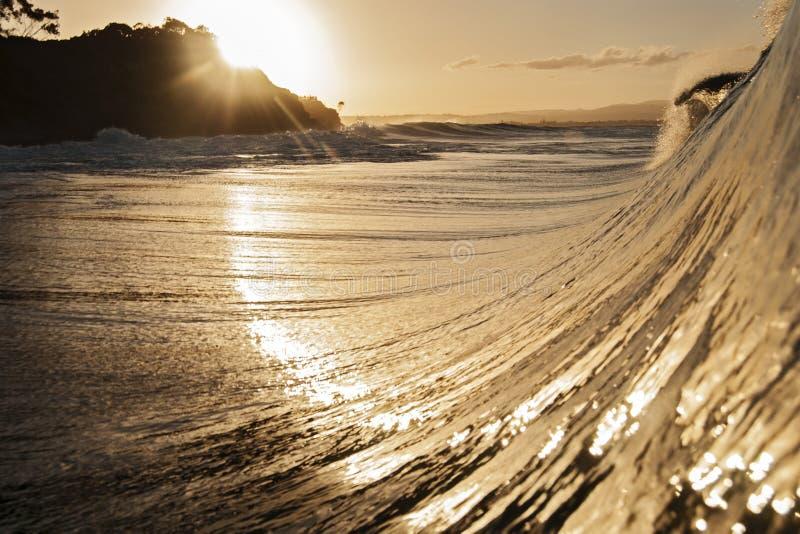 Goldenes Licht der Welle lizenzfreie stockfotografie