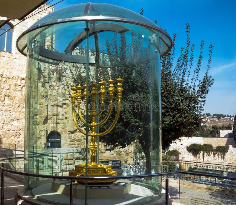Goldenes Menorah - Kopie von einer verwendet im zweiten Tempel im jüdischen Viertel Jerusalem, lizenzfreies stockbild