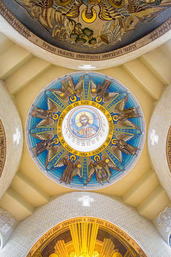 Goldenes Mosaik auf Kathedralenhaube lizenzfreies stockbild