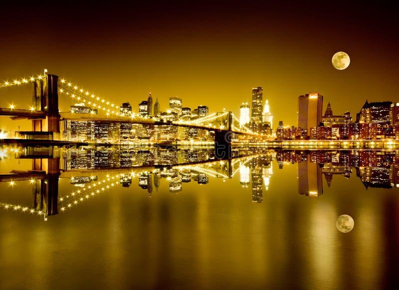 Goldenes New York und Brooklyn-Brücke stockbilder