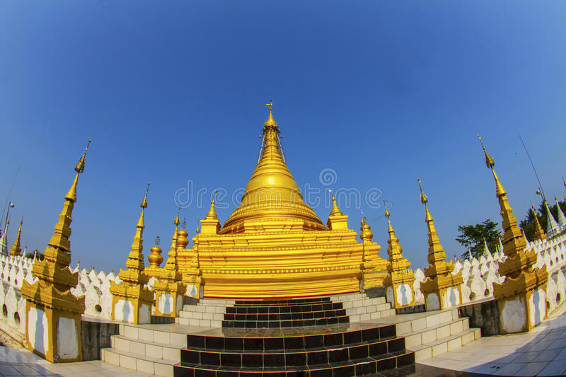 Goldenes stupa in Mandalay lizenzfreie stockfotos