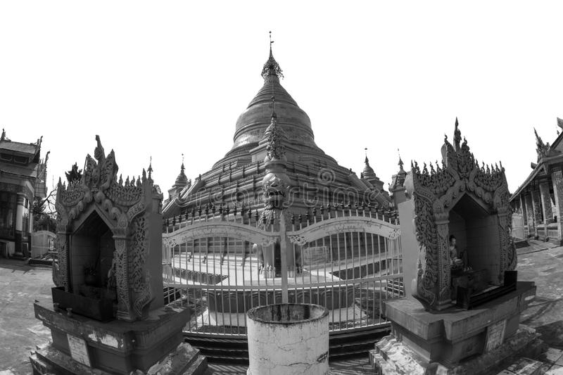 Goldenes stupa in Mandalay lizenzfreie stockbilder