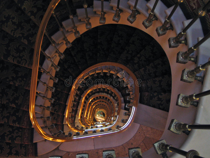 Goldenes Treppenhaus lizenzfreies stockfoto