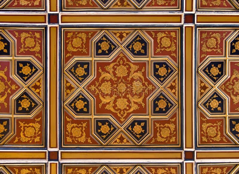 Goldenes und rotes islamisches persisches Motiv auf der Decke vektor abbildung