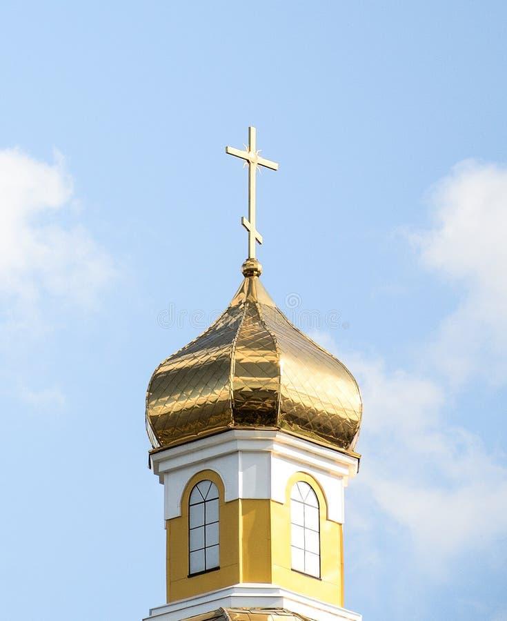 Goldenet Dome av den ortodoxa kyrkan i permanent arkivfoton