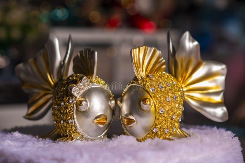 Goldfish δύο που χρησιμοποιείται για την εγχώρια διακόσμηση στοκ φωτογραφίες