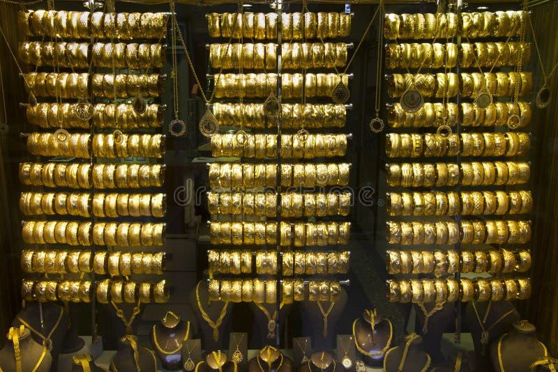 Goldhalsketten und -armbänder stockbild