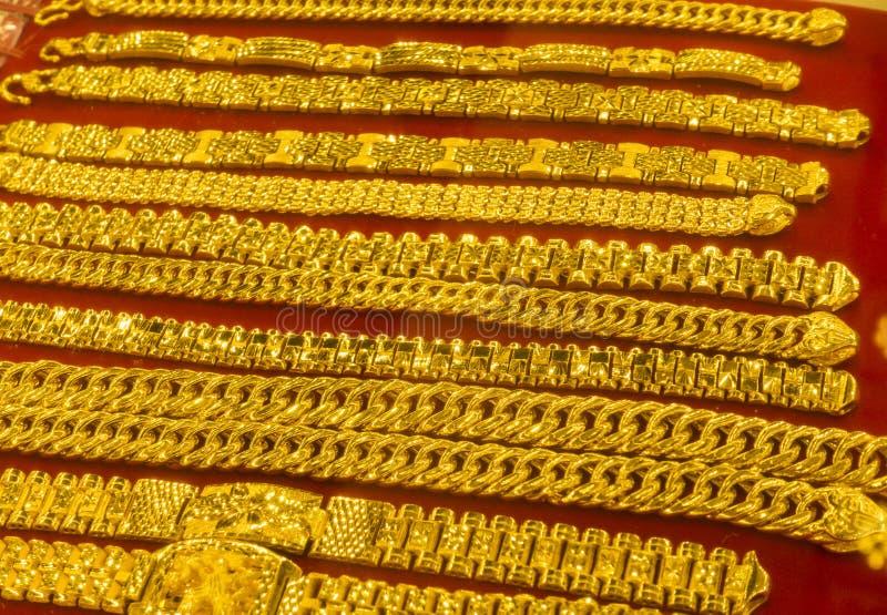 Goldhalsketten und -armbänder lizenzfreies stockbild