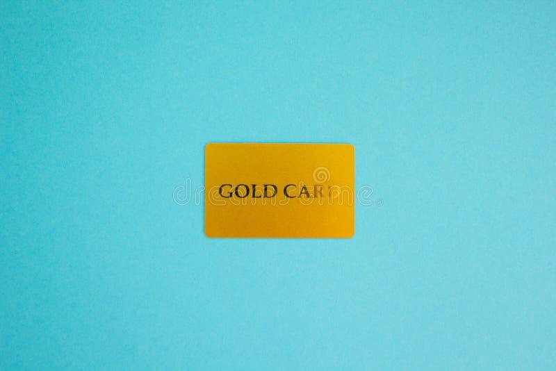Goldkarte auf einem blauen Hintergrund, Konzept lizenzfreie stockfotos