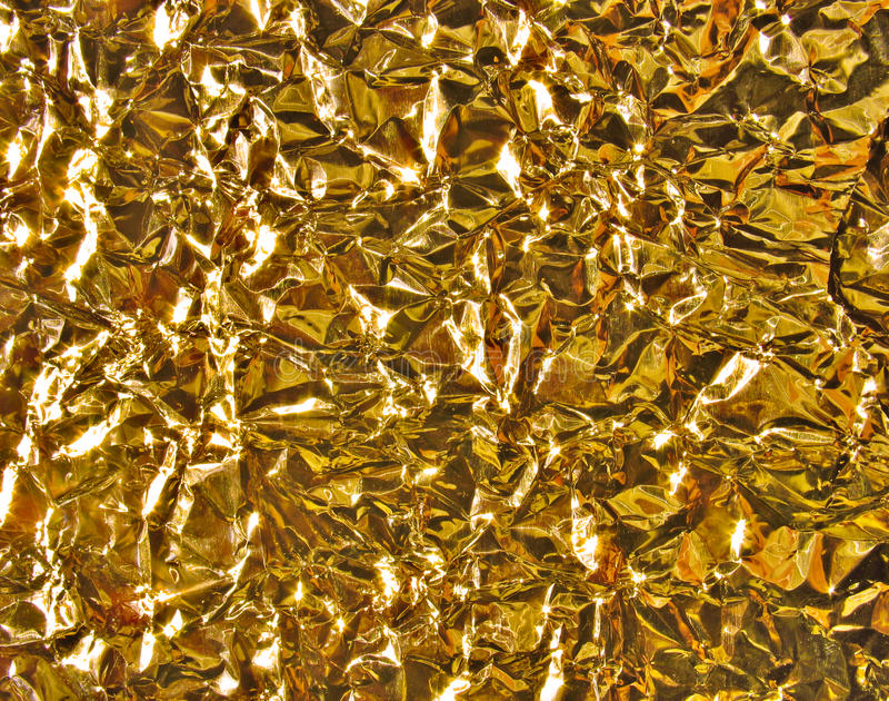 Goldmetallbeschaffenheit - zerknitterte Folie lizenzfreie stockfotos