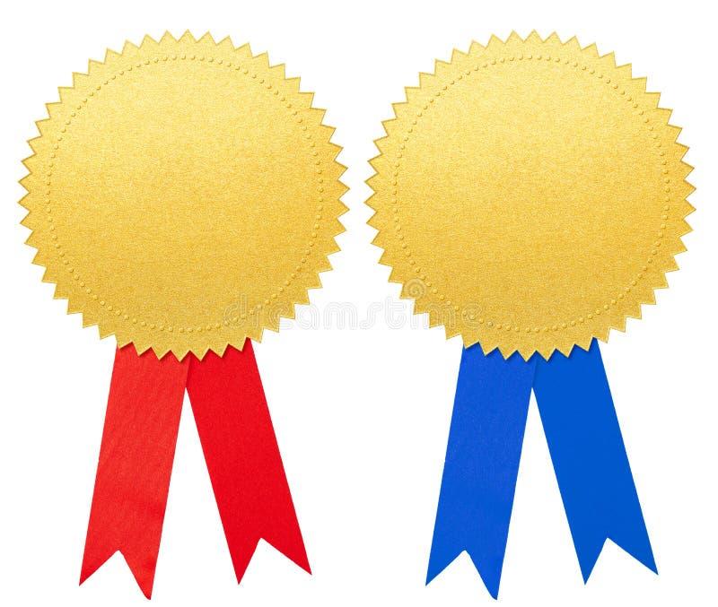 Goldpapierdichtung oder -medaille mit dem blauen und roten Bogensatz lokalisiert lizenzfreie stockfotos