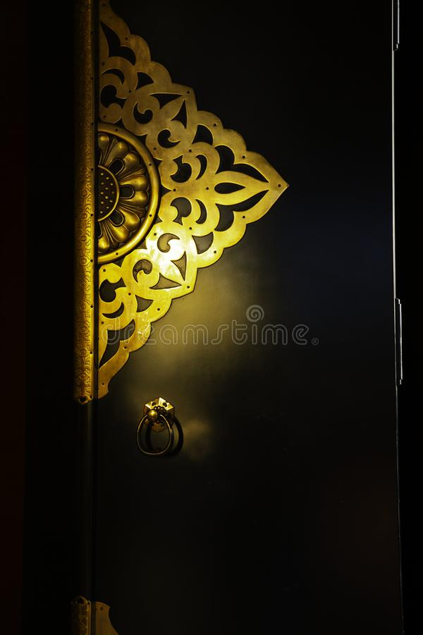Goldreflexion von der Tür lizenzfreie stockbilder
