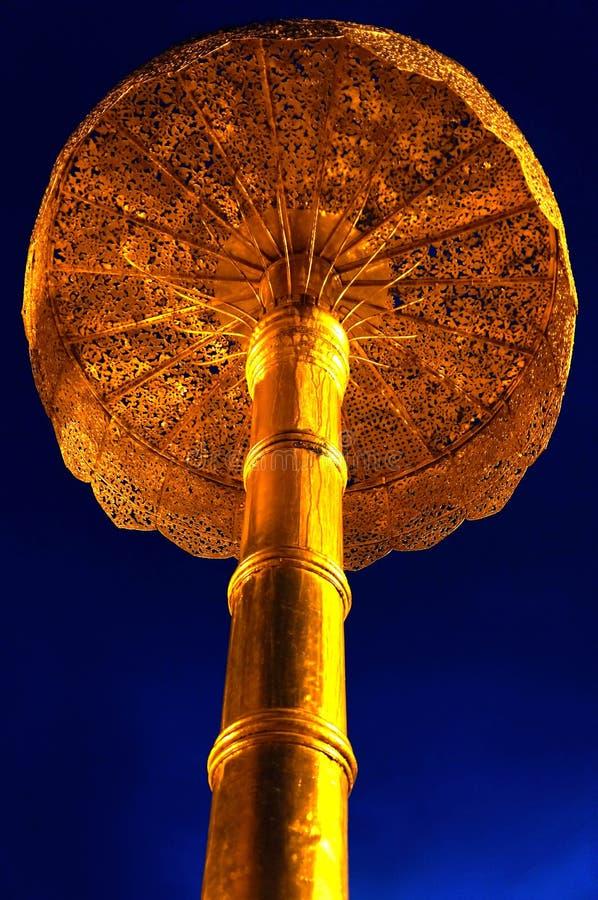 Goldregenschirm lizenzfreies stockfoto